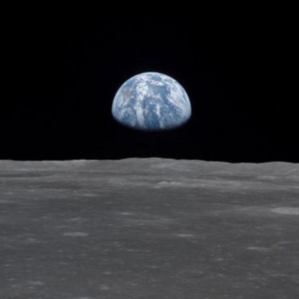 La primera fotografía de la tierra tomada desde la Luna